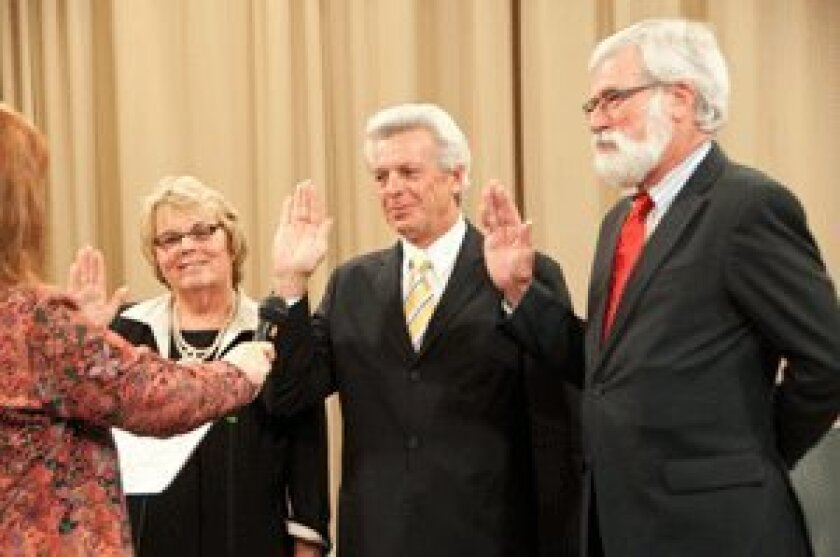 City Clerk Mercedes Martin swears in Del Mar's new City Council members. Photo/Claire Harlin
