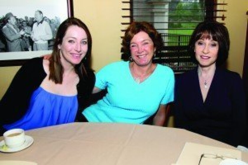 Jessica Walker, Lynn Schulte, Gabriela Stratton
