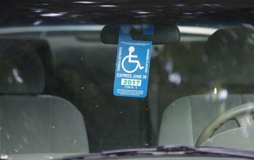 Se lanzan en LA contra quienes abusen de estacionamientos para discapacitados