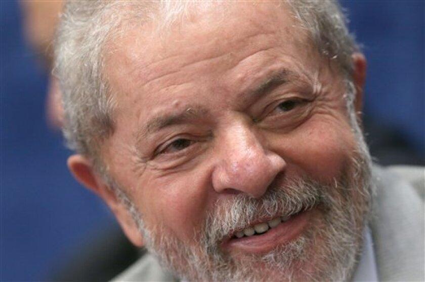 """Los investigadores brasileños acusaron formalmente el miércoles al expresidente Luiz Inácio Lula da Silva de lavado de dinero y corrupción, llamándolo el """"comandante en jefe"""" de una red de sobornos a gran escala que pende sobre la nación más grande de Latinoamérica."""