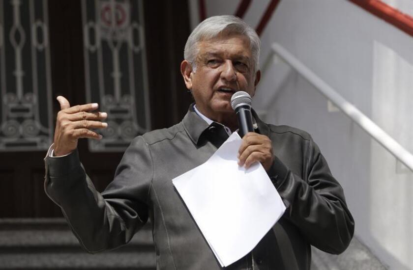"""El Instituto Nacional Electoral (INE) acusó hoy al próximo presidente de México, Andrés Manuel López Obrador, de """"sobrerreaccionar"""" mediante """"descalificaciones"""" a la multa recibida por la gestión irregular de un fondo económico. EFE/ARCHIVO"""
