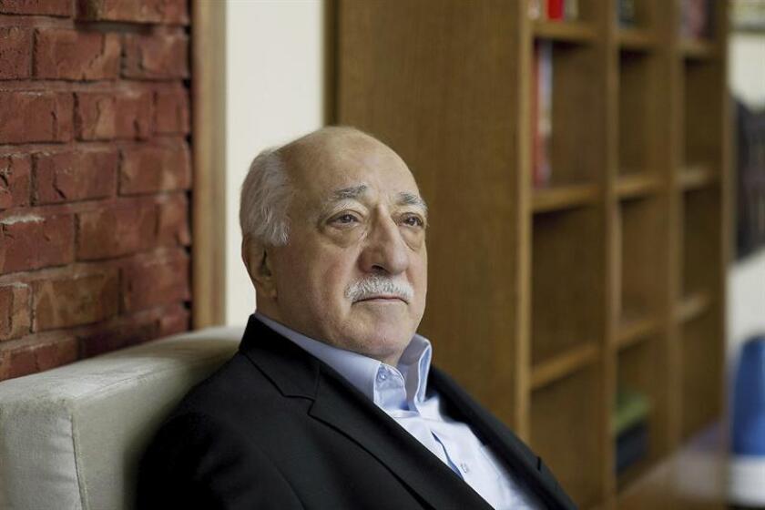 Fotografía facilitada por el periódico turco Zaman, martes 25 de marzo de 2014, que muestra al predicador islamista y fundador del movimiento Gülen, Fethullah Gülen. EFE/ARCHIVO/Zaman Daily News