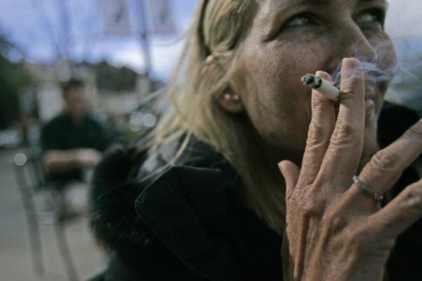 Starbucks bans smoking outside its cafes