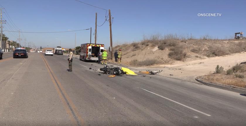 Agentes de CHP investigan un accidente mortal en Otay Mesa el jueves.