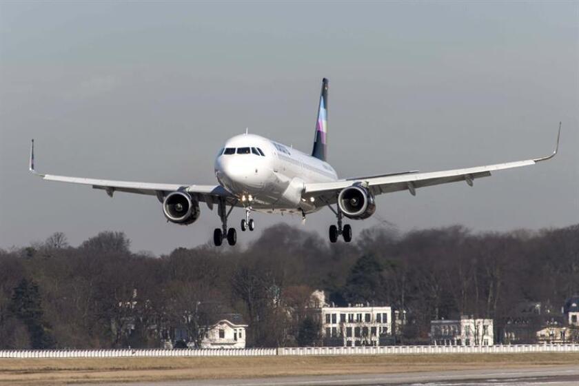Al menos once pasajeros resultaron hoy lesionados, dos de los cuales fueron hospitalizados, por la turbulencia que afectó al avión de la compañía Volaris antes de aterrizar en Tijuana, informaron fuentes aeronáuticas. EFE/STR