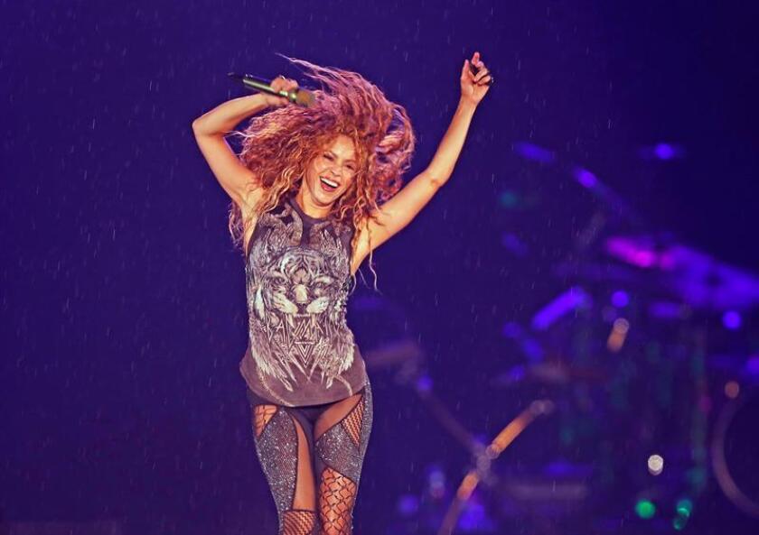 """La cantante colombiana Shakira actúa durante un concierto como parte de su gira """"El Dorado World Tour"""" ayer, jueves 11 de octubre de 2018, en el estadio Azteca, en Ciudad de México (México). EFE"""