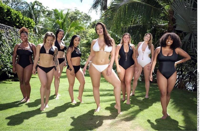 La supermodelo de tallas grandes publicó en su Instagram el resultado de una sesión fotográfica que hizo en Costa Rica, en compañía de siete de sus amigas más cercanas, para promover los nuevos diseños.