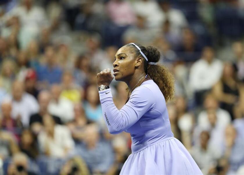 Serena Williams de Estados Unidos reacciona ante Anastasija Sevastova de Letonia en un partido de las semifinales del Abierto de Tenis de Estados Unidos en el Centro Nacional de Tenis USTA en Flushing Meadows, en Nueva York (EE.UU.). EFE