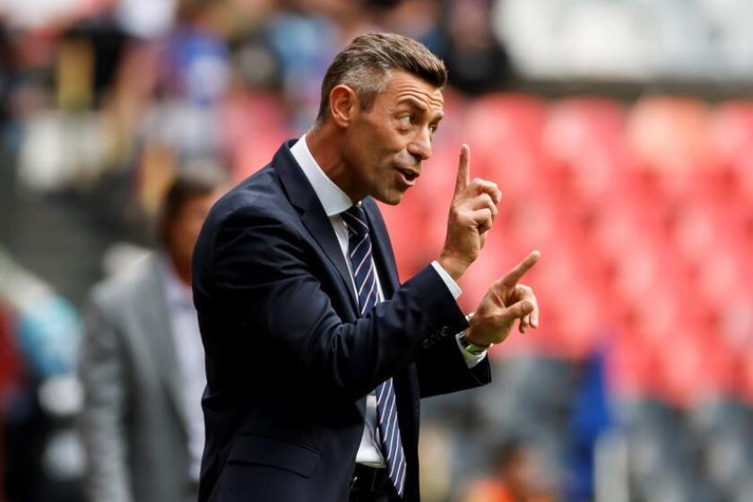 Pedro Caixinha fue cesado como entrenador del Cruz Azul