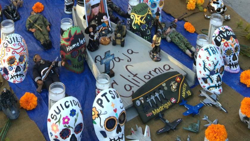 Durante el Dia de los Muertos la comunidad hace un altar para los veteranos de guerra.