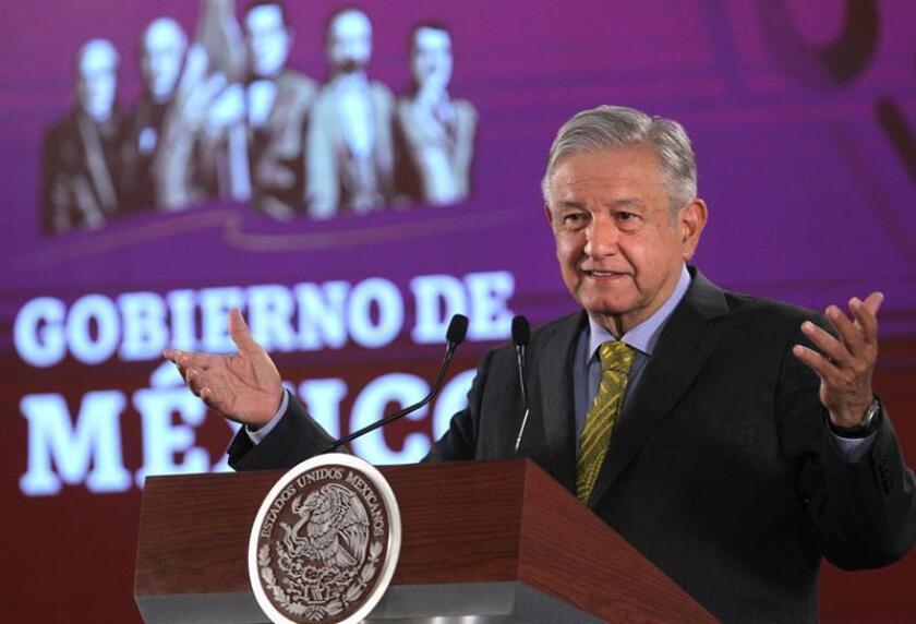 El presidente de México, Andrés Manuel López Obrador, habla durante su rueda de prensa matutina este viernes en el Palacio Nacional, en Ciudad de México (México). EFE