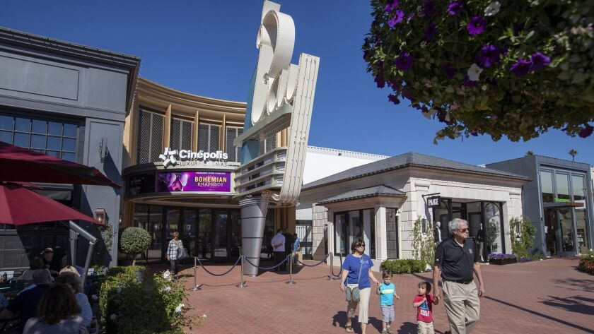 Cinepolis' new luxury cinema -- complete with a 35mm projector -- opens Friday in Pacific Palisades.