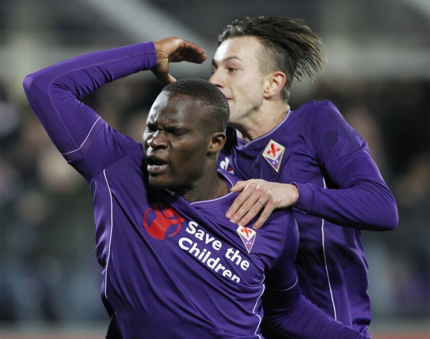 Fiorentina's Babacar celebrates after scoring the winning goal during a Serie A soccer match between Fiorentina and Inter Milan at the Artemio Franchi stadium in Florence, Italy, Sunday, Feb. 14, 2016. (AP Photo/Fabrizio Giovannozzi)