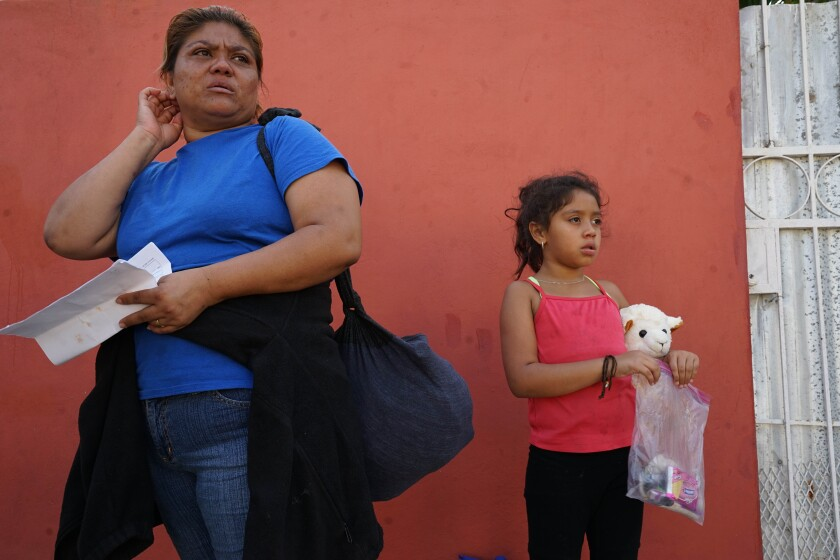 Hondurans arrive in Ciudad Hidalgo.