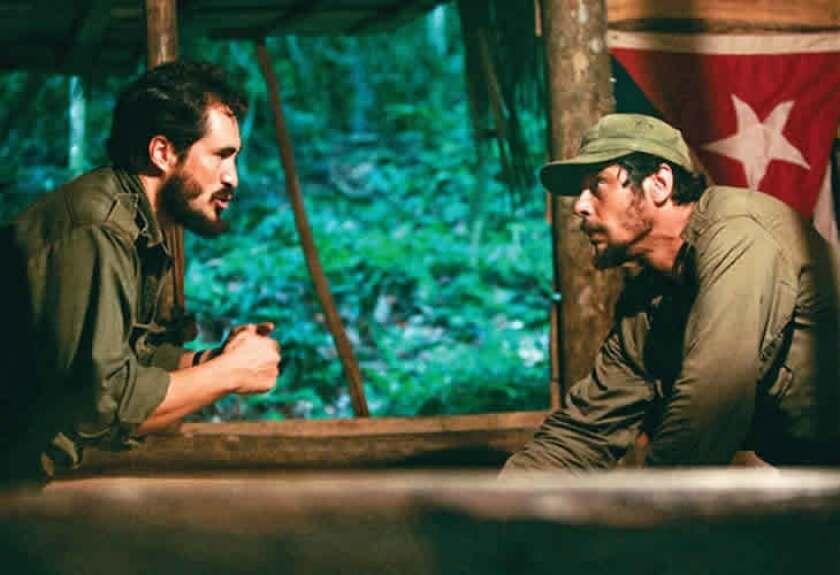 """Una escena de """"Che"""", la cinta estadounidense en la que Fidel Castro fue interpretado por el actor mexicano Demián Bichir (a la izquierda)."""