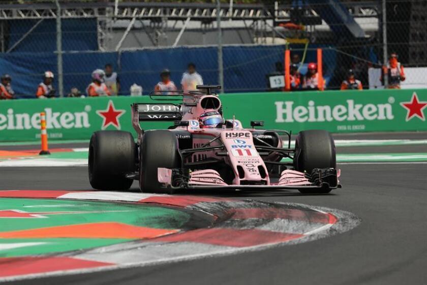 El piloto mexicano Sergio Pérez de la escudería Force India compite en el Gran Premio de México de Fórmula Uno en el Autódromo Hermanos Rodríguez en Ciudad de México (México). EFE/Archivo