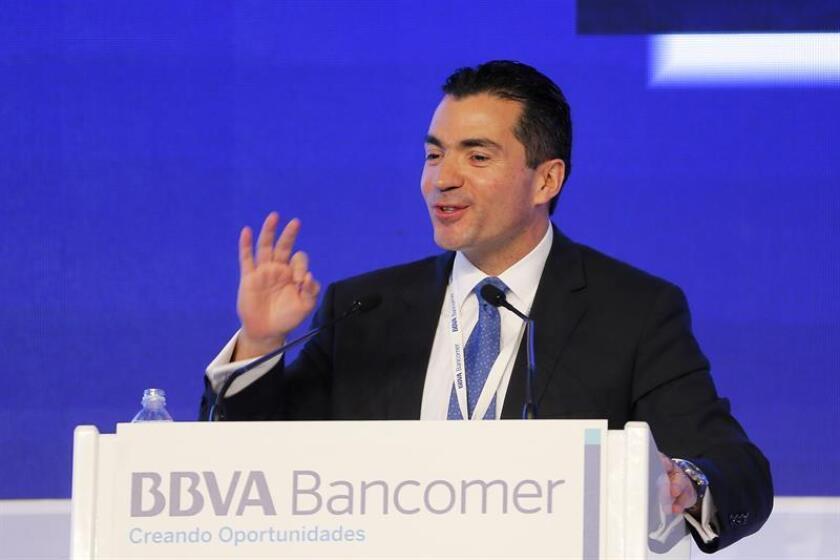 Fotografía del director general de BBVA Bancomer, Eduardo Osuna durante una conferencia de prensa. EFE/Archivo