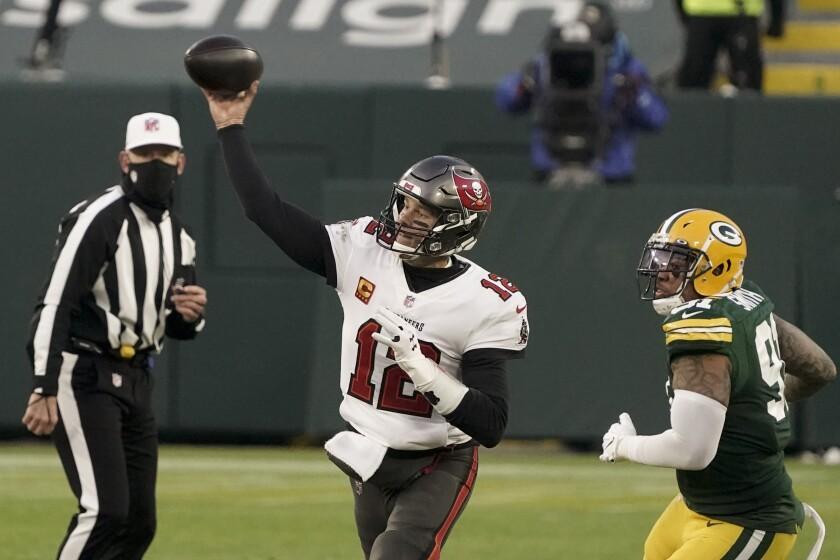 Tampa Bay quarterback Tom Brady passes in front of Green Bay Packers linebacker Preston Smith.