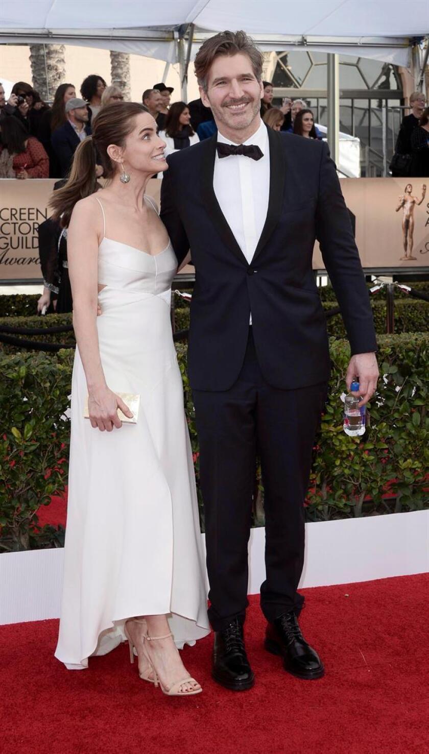 La actriz Amanda Peet (i) y el director y guionista David Benioff. EFE/Archivo