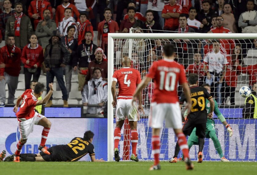 Benfica's Jonas, left, scores the opening goal during the Champions League group C soccer match between Benfica and Galatasaray at the Luz stadium in Lisbon, Portugal, Tuesday, Nov. 3, 2015.  (AP Photo/Armando Franca)