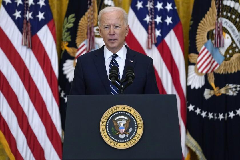 En 100 días Biden promete 200 millones de vacunados - Los Angeles Times