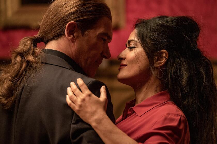 Antonio Banderas como Aristotle Papadopolous y Salma Hayek como Sonia Kincaid.