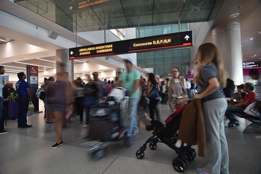 El Aeropuerto Internacional de Orlando será el primero en Estados Unidos en requerir un reconocimiento facial a través de un dispositivo electrónico a todos los pasajeros en vuelos internacionales, tanto en llegadas como salidas, informó hoy un medio local. EFE/Archivo