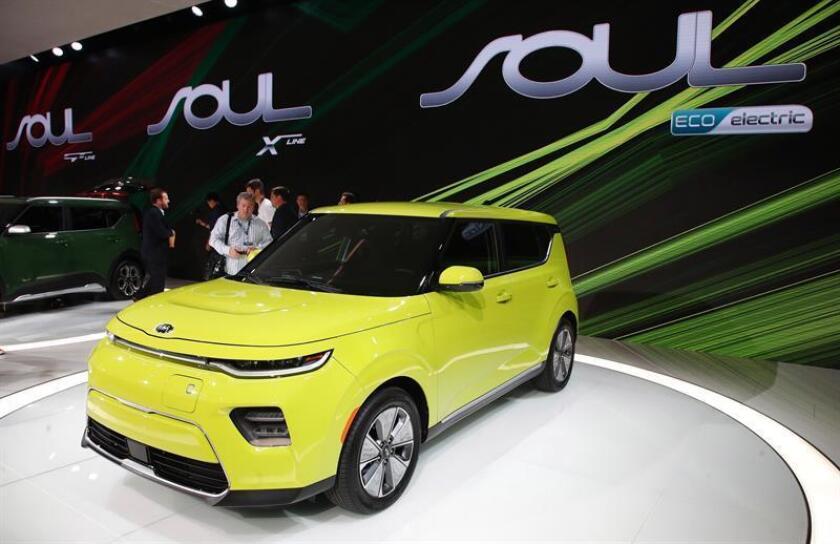 El vehículo electrico Kia Soul Eco es presentado durante el show del motor Automobility LA en el Centro de Convenciones en Los Ángeles, California (Estados Unidos). EFE