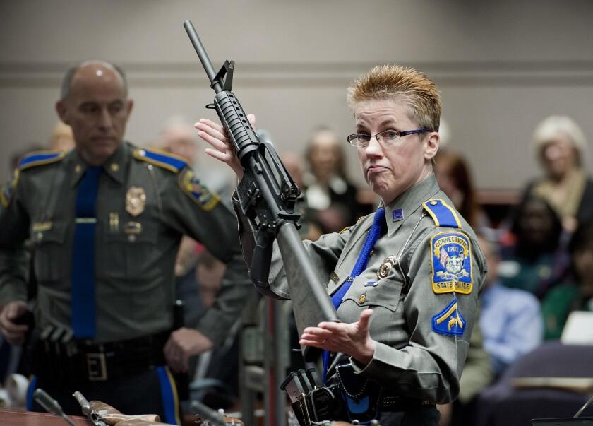 En esta foto de archivo del 28 de enero de 2013, la detective Barbara J. Mattson