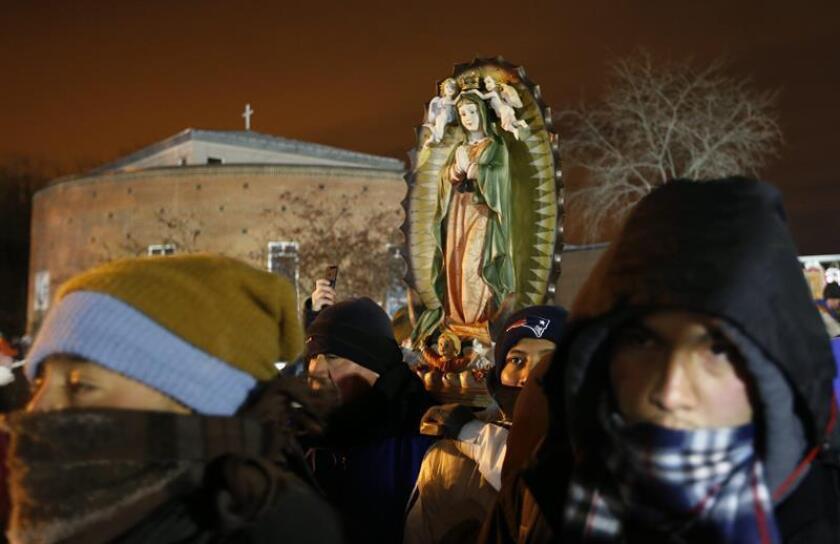 La arquidiócesis de Chicago anunció hoy que este sábado inaugurará una capilla en el santuario de Nuestra Señora de Guadalupe que permitirá proteger del frío y la nieve a parte de los fieles católicos que todos los años rinden culto en diciembre a la patrona de México. EFE/Archivo
