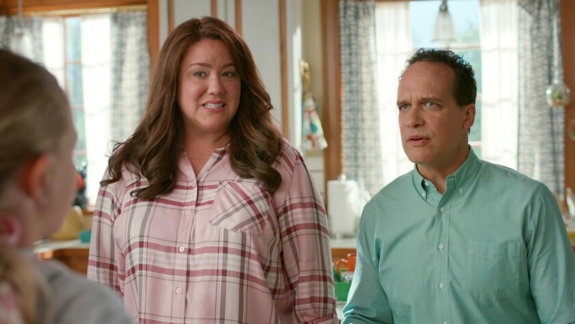 """Katy Mixon and Diedrich Bader in """"American Housewife"""" on ABC."""