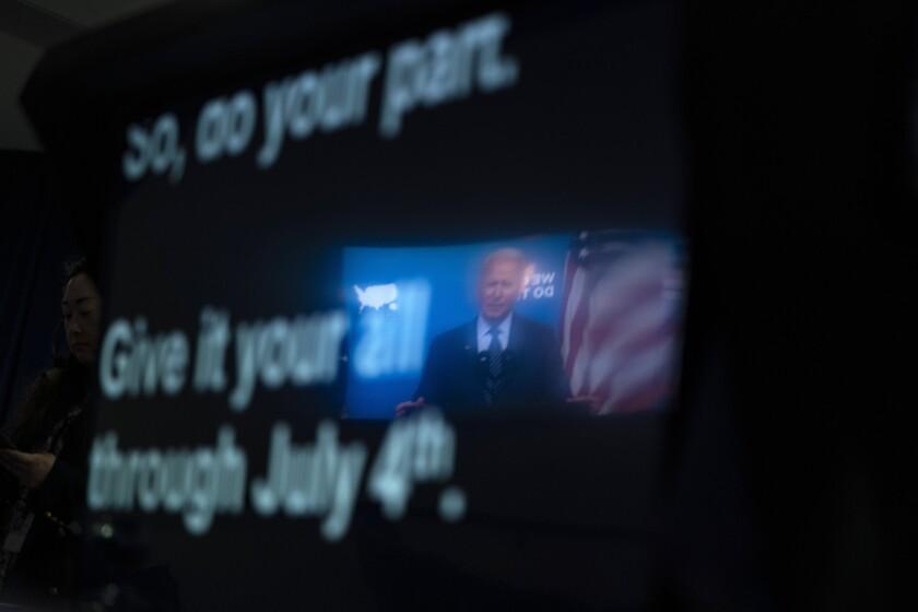 El teleprompter del presidente Joe Biden cuando éste da un discurso sobre COVID-19, en la Casa Blanca