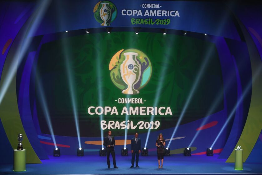 TV presenters Tadeu Schmidt (L) and Fernanda Gentili (R) and Brazilian former footballer Cafu present the draw of the 2019 Copa America football tournament, in Rio de Janeiro, Brazil, on January 24, 2019. - The 2019 Copa America will be held in Brazil between June 14 and July 7.