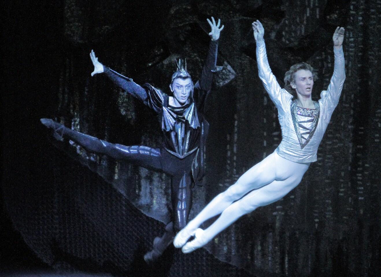 Bolshoi Ballet visits L.A. with 'Swan Lake'
