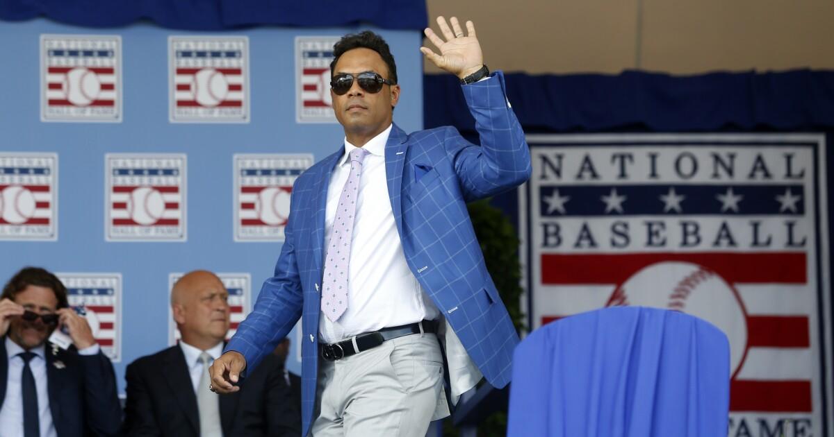 MLB puts Roberto Alomar on ineligible list; Hall of Fame says he'll stays put