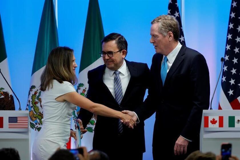 La ministra de Asuntos Globales de Canadá, Chrystia Freeland (i); el ministro mexicano de Economía, Ildefonso Guajardo (c), y el representante Comercial de Estados Unidos Robert Lighthizer (d). EFE/Archivo