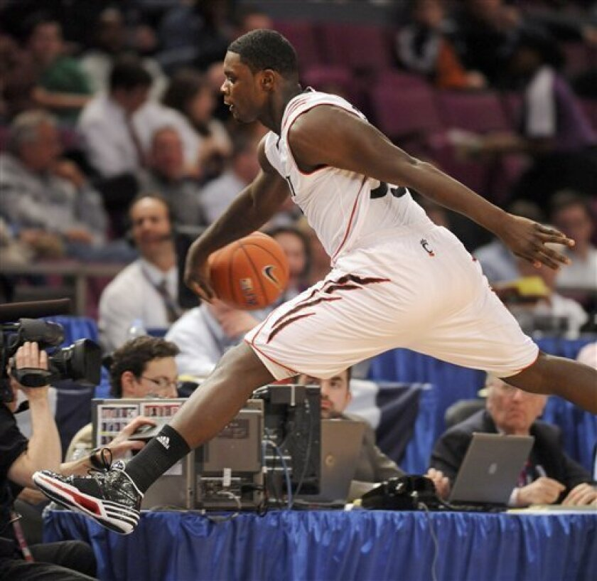 Cincinnati's Lance Stephenson saves a loose ball from going out of bounds in the first half of their first round NCAA college basketball game against Rutgers in the Big East Conference tournament Tuesday, March 9, 2010, in New York. (AP Photo/Henny Ray Abrams)
