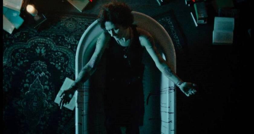 """Una escena de """"La constante"""", el nuevo videoclip de Bunbury, queha sido dirigido por su esposa Jose Girl."""