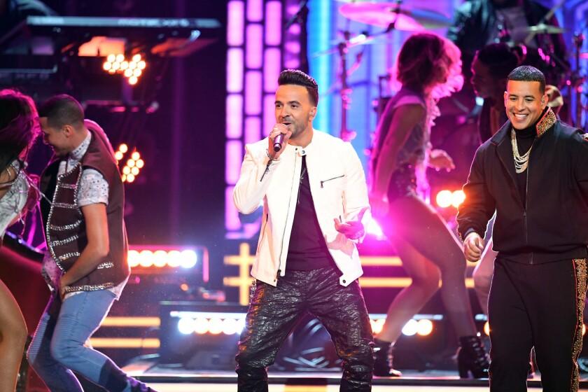 """Luis Fonsi y Daddy Yankee se unen en la tarima del Madison Square Garden para interpretar """"Despacito"""""""