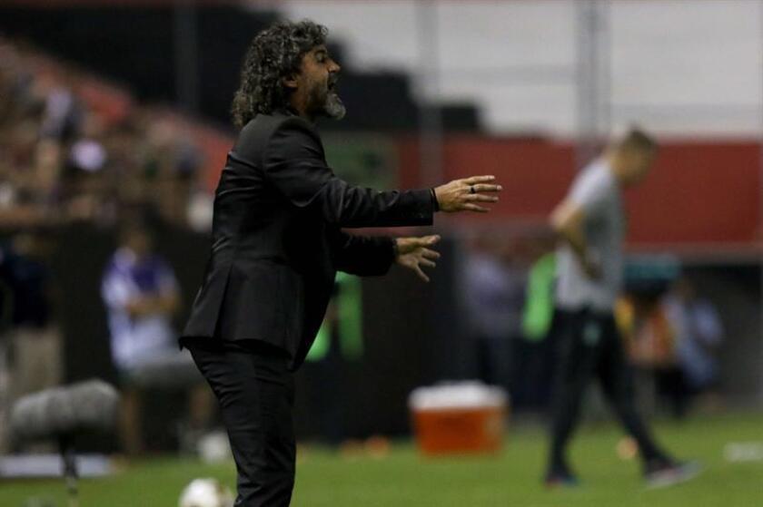 En la imagen, el entrenador de Libertad Leonel Álvarez. EFE/Archivo