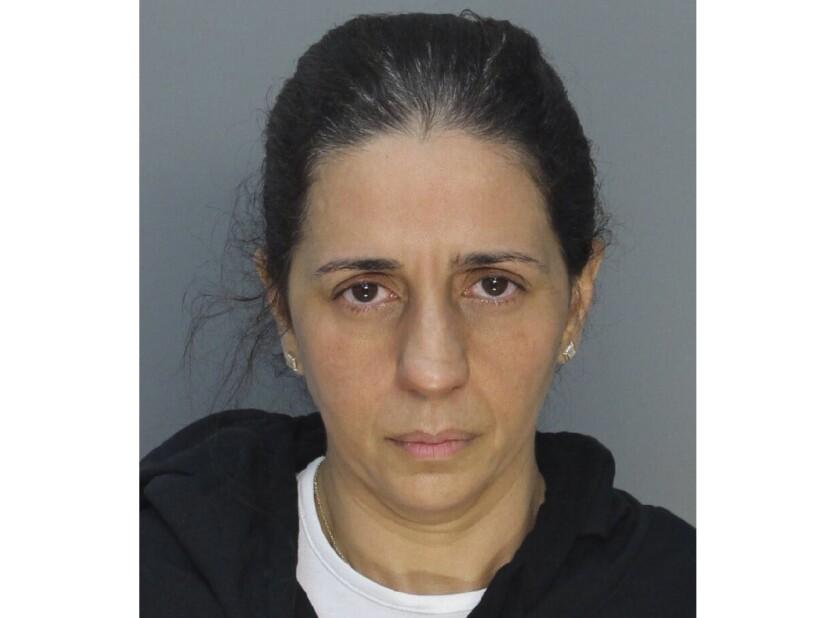 Fotografía facilitada por el Departamento de Penitenciarías de Miami-Dade en la que aparece Patricia Ripley. El cadáver de su hijo fue hallado el viernes 22 de mayo de 2020 en el canal de un campo de golf. (Departamento de Penitenciarías de Miami-Dade vía AP)