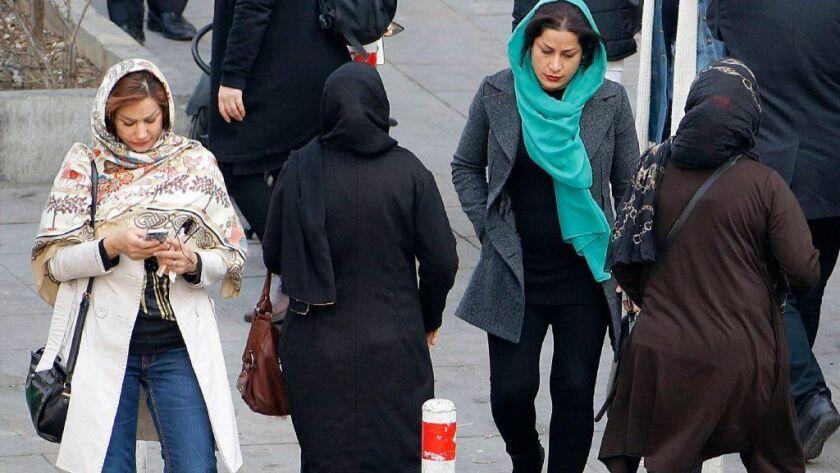 IRAN-GENDER-CLOTHING