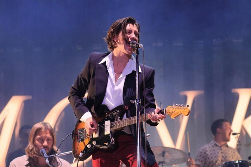 Fotografía de archivo del compositor y cantante de la banda británica 'Arctic Monkeys', Alex Turner, durante un concierto en Madrid. EFE/Archivo