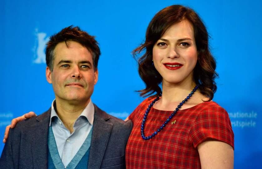 """A la izq., Sebastián Lelio, director de la película """"Una mujer fantástica"""", y a su lado, Daniela Vega, la protagonista 'trans' de un título que ha llamado mucho la atención."""