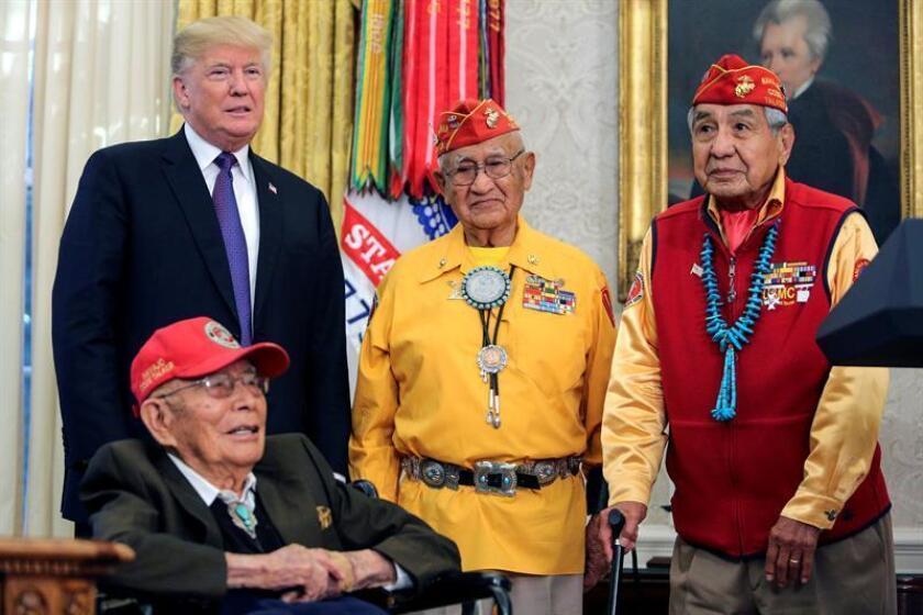 """Trump genera polémica al bromear sobre """"Pocahontas"""" en reunión con navajos"""