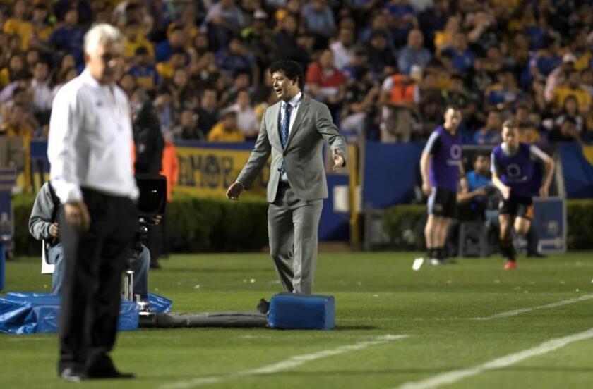 Wilmer Cabrera (c), entrenador de Houston Dynamo. EFE/Miguel Sierra/Archivo