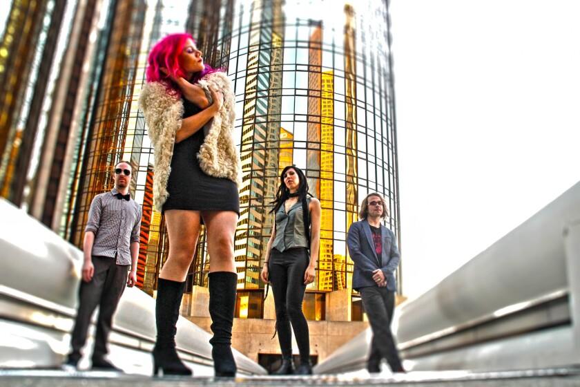 La cantante Allison Iraheta al frente de su banda, Halo Circus, que se encuentra actualmente de gira por los Estados Unidos.