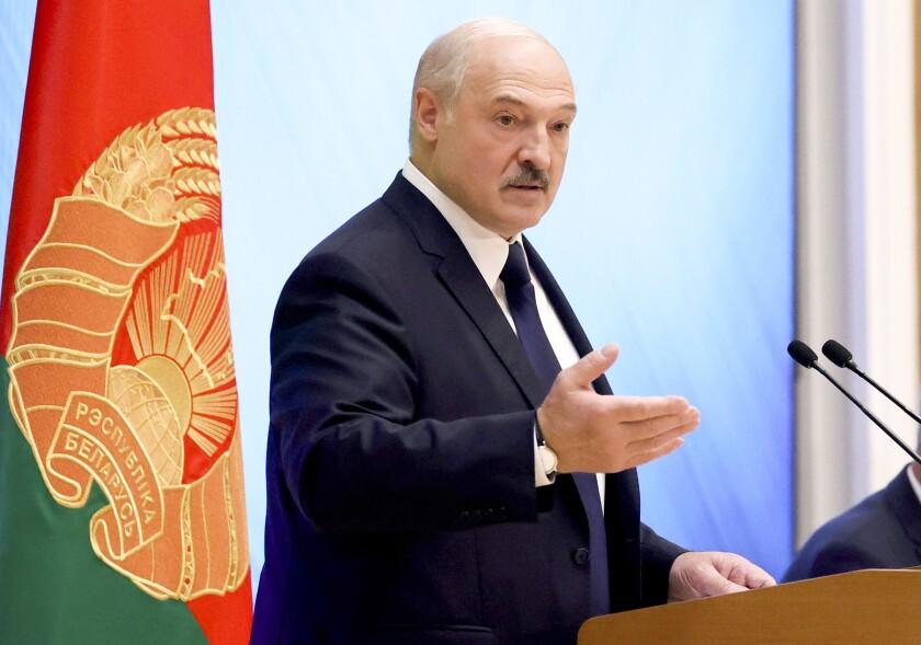 El presidente de Bielorrusia, Alexander Lukashenko, durante un encuentro con activistas