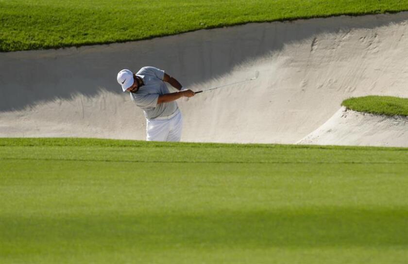 """En la imagen un registro del golfista estadounidense J.J. Spaun, quien acumula 131 golpes y lidera el torneo de golf """"Shriners Hospitals for Children Open"""", que se disputa en Las Vegas (Nevada, EE.UU.). EFE/Archivo"""