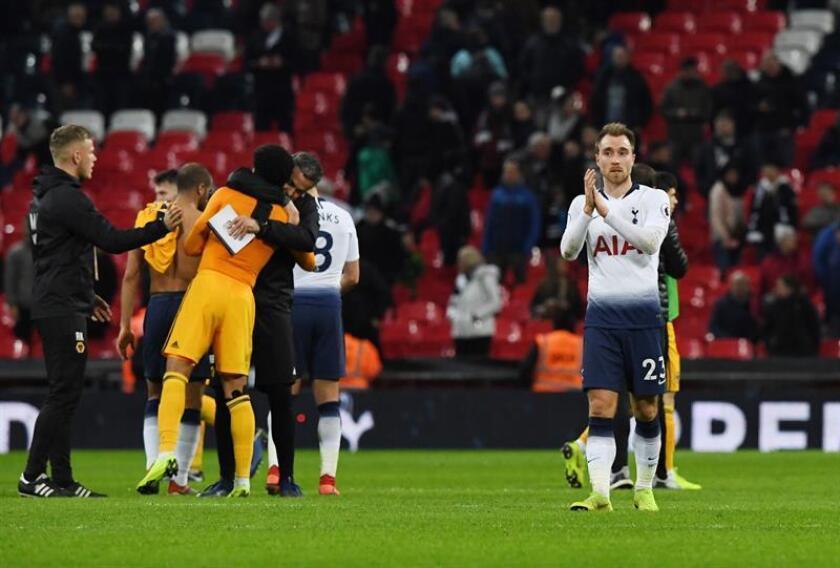 El Tottenham cerró 2018 con un batacazo impensable, en Wembley, contra el Wolverhampton, que aprovechó un fabuloso cuarto de hora final para salir con los tres puntos de Londres y afear la trayectoria de su adversario. EFE